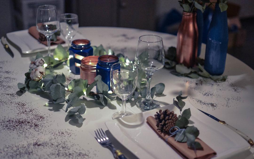 d co de table du r veillon du jour de l 39 an bleu cuivre. Black Bedroom Furniture Sets. Home Design Ideas